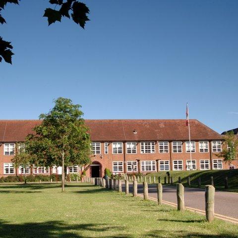 Prezentácie o štúdiu na britskej strednej škole